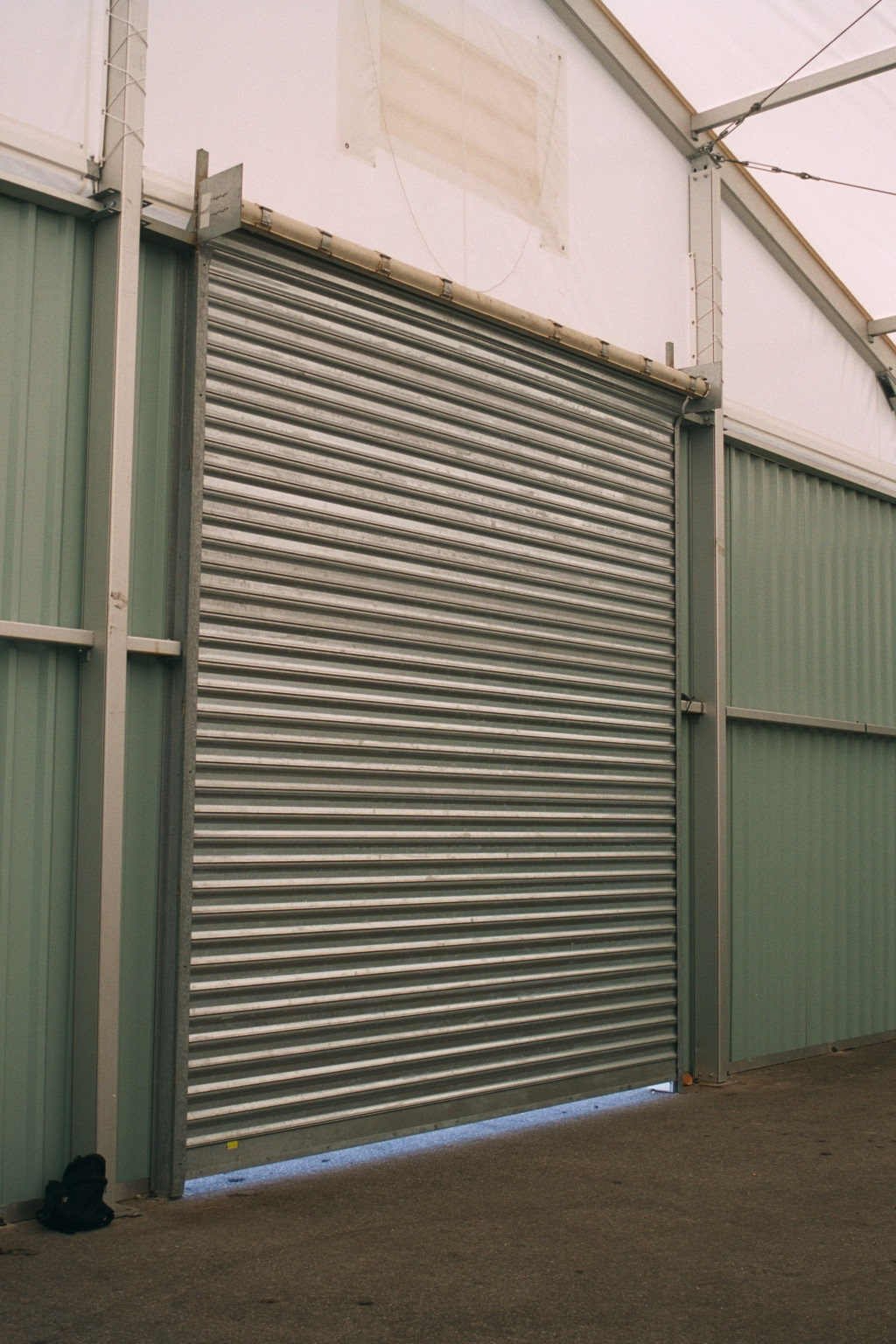 Puertas seccionales puertas y cortinas industriales - Puertas de cochera ...